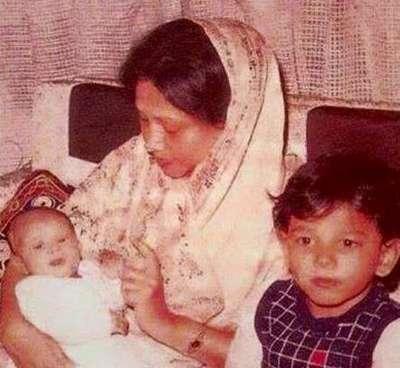 ছোট ছেলে কোকোর সাথে খালেদা জিয়া